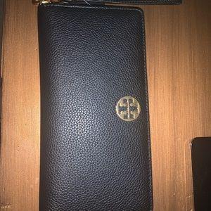 NWT! Tory Burch black leather wristlet/ wallet